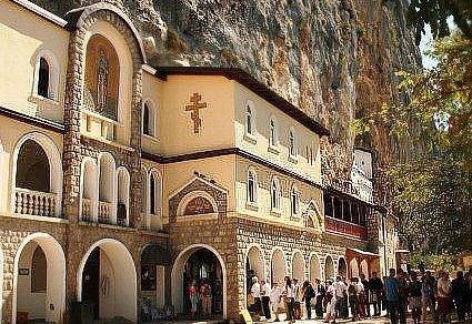 Действующий Православный мужской монастырь Острог в Черногории