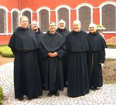 Член монашеского ордена