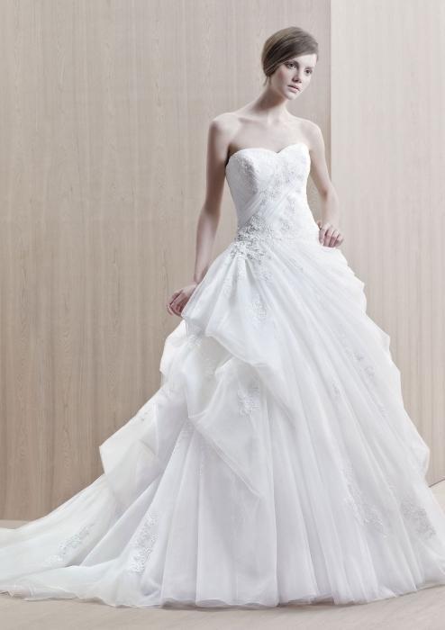 Видеть во свадебные платья много